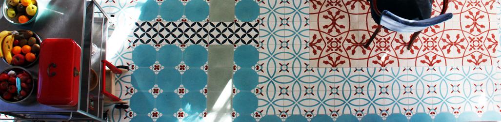 vloer met een mooie mix van verschillende Portugese cementtegels